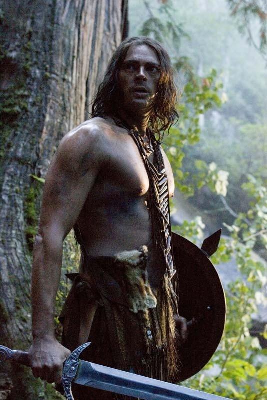 Un'immagine di Karl Urban, aitante protagonista del film Pathfinder