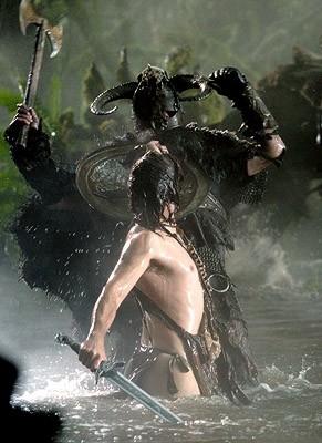 Una sexy immagine di Karl Urban nel film Pathfinder, 2007