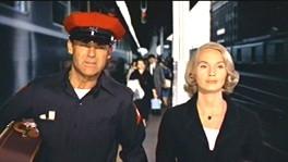 Eva Marie Saint e Cary Grant in una scena del thriller Intrigo Internazionale