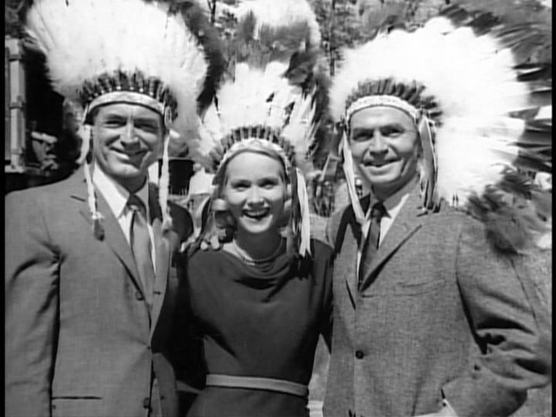 Eva Marie Saint e Cary Grant scherzano sul set di Intrigo Internazionale