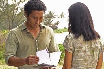 Daniel Dae Kim accanto a Yunjin Kim nell'episodio 'Esodo: parte 1' di Lost