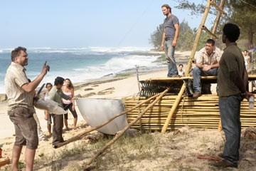 Daniel Roebuck, Harold Perrineau, Matthew Fox e Josh Holloway nell'episodio 'In fuga' di Lost