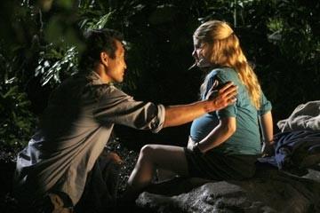 Emilie de Ravin e Daniel Dae Kim nell'episodio 'Non nuovere' di Lost