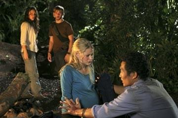 Emilie de Ravin, Evangeline Lilly, Dominic Monaghan e Daniel Dae Kim nell'episodio 'Non nuovere' di Lost
