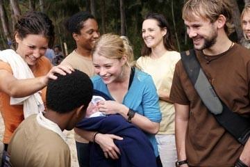 Emilie de Ravin, Evangeline Lilly, Dominic Monaghan e Malcolm David Kelley nell'episodio 'Non nuovere' di Lost