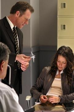 Evangeline Lilly accanto a Fredric Lehne nell'episodio 'Esodo: parte 1' di Lost
