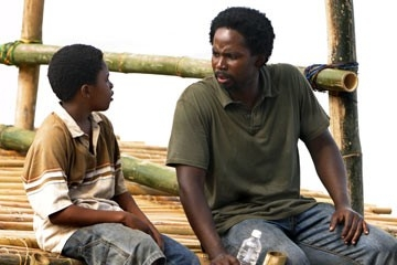 Harold Perrineau accanto a Malcolm David Kelley nell'episodio 'In fuga' di Lost