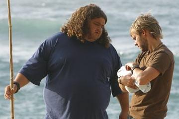 Jorge Garcia e Dominic Monaghan nell'episodio 'Il bene superiore' di Lost