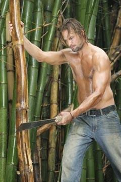 Un'immagine sexy di Josh Holloway nell'episodio 'Esodo: parte 1' di Lost