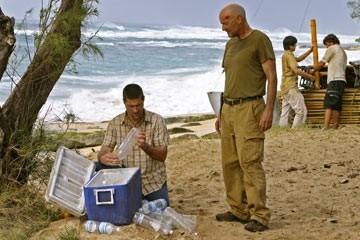 Matthew Fox con Terry O'Quinn nell'episodio 'In fuga' di Lost