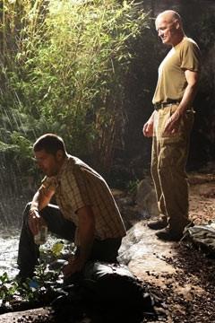 Matthew Fox e Terry O'Quinn nella puntata dal titolo 'In fuga' di Lost