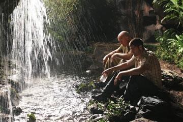 Matthew Fox e Terry O'Quinn nell'episodio 'In fuga' di Lost