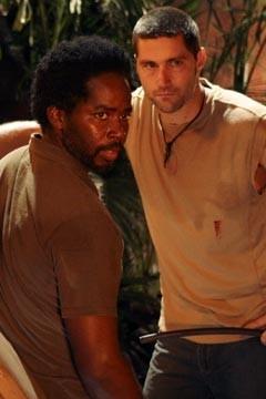 Matthew Fox ed Harold Perrineau nell'episodio 'Non nuovere' di Lost