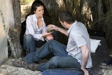 Matthew Fox, Evangeline Lilly nell'episodio 'Il bene superiore' di Lost