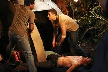 Matthew Fox, Harold Perrineau e Ian Somerhalder nell'episodio 'Non nuovere' di Lost