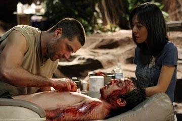 Matthew Fox, Yunjin Kim e Ian Somerhalder nell'episodio 'Non nuocere' di Lost