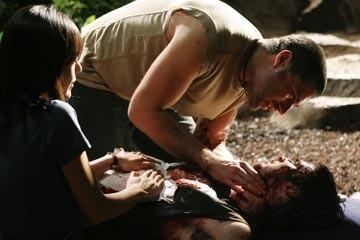 Matthew Fox, Yunjin Kim e Ian Somerhalder nell'episodio 'Non nuovere' di Lost