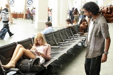 Naveen Andrews con Maggie Grace nell'episodio 'Esodo: parte 1' di Lost