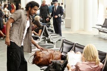 Naveen Andrews e Maggie Grace nell'episodio 'Esodo: parte 1' di Lost