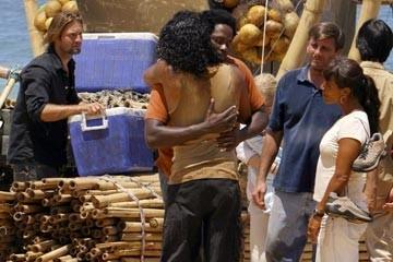 Naveen Andrews ed Harold Perrineau nell'episodio 'Esodo: parte 1' di Lost