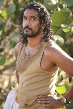Naveen Andrews nell'episodio 'Esodo: parte prima di Lost