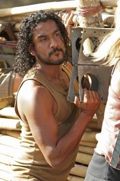 Naveen Andrews nell'episodio 'Esodo: parte 1' di Lost