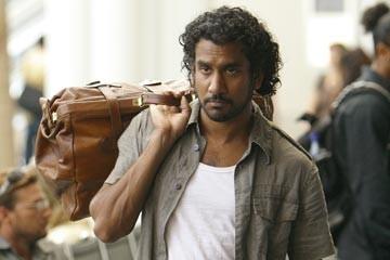 l'attore Naveen Andrews nell'episodio 'Esodo: parte 2' di Lost