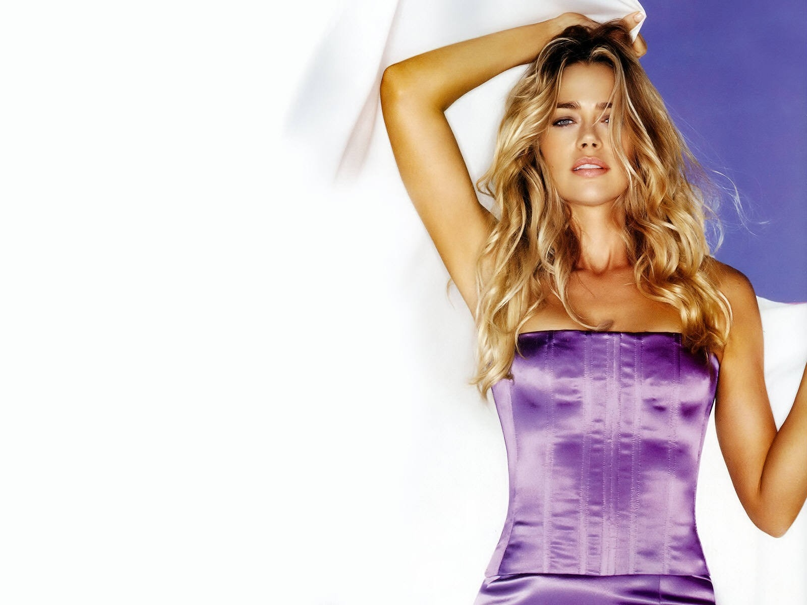Wallpaper di Denise Richards - 20