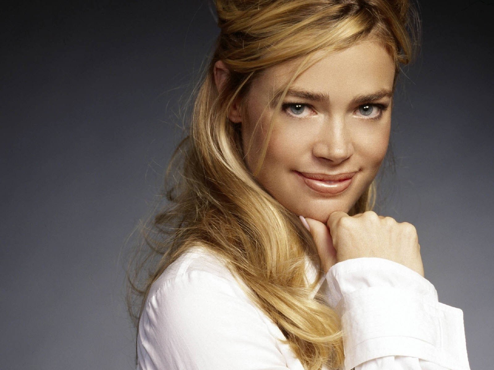 Wallpaper di Denise Richards - 32