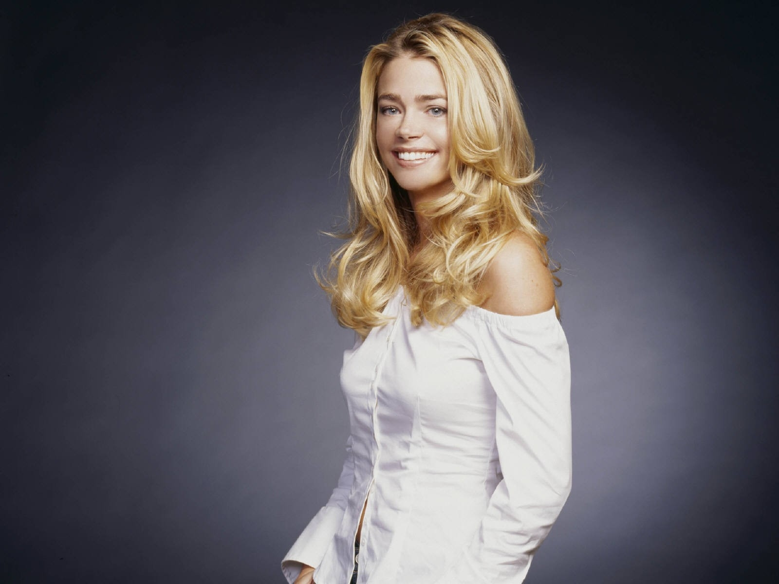 Wallpaper di Denise Richards - 38