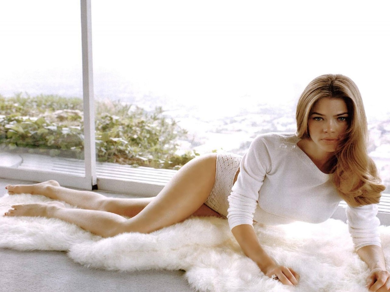 Wallpaper di Denise Richards - 52