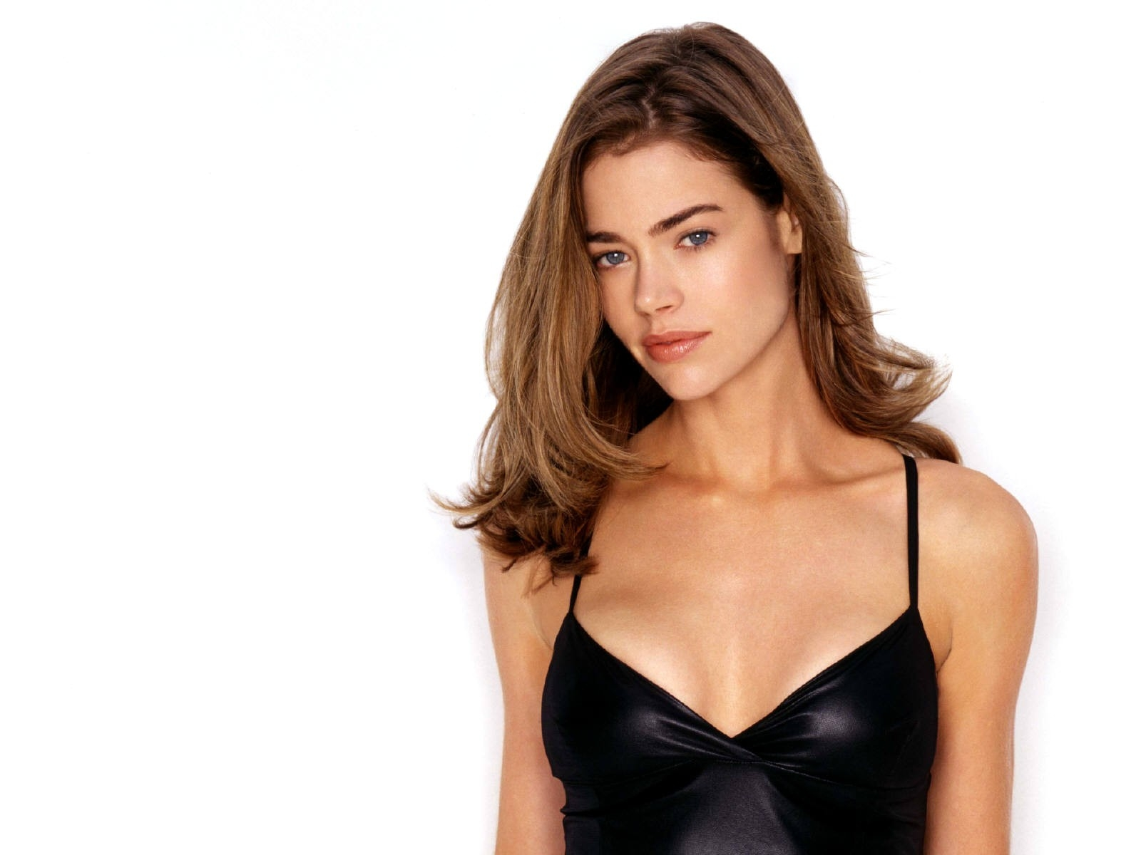 Wallpaper di Denise Richards - 58