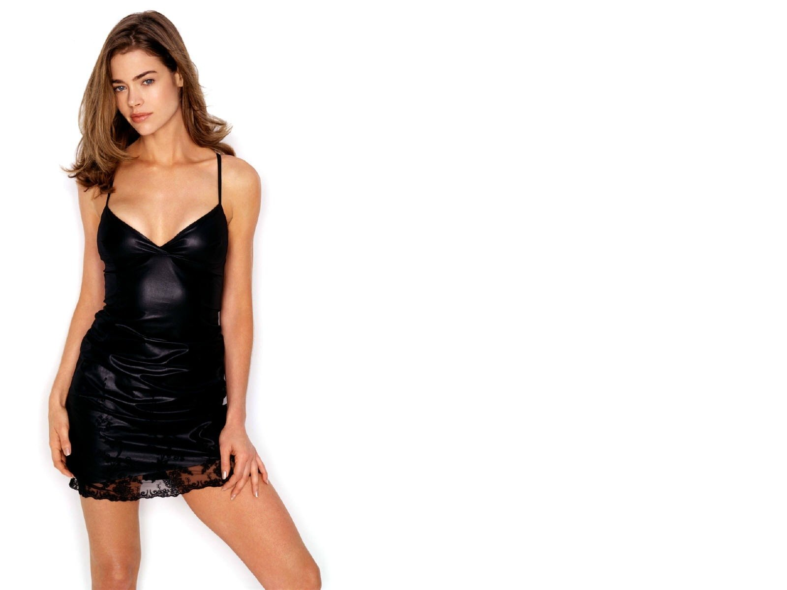 Wallpaper di Denise Richards - 59