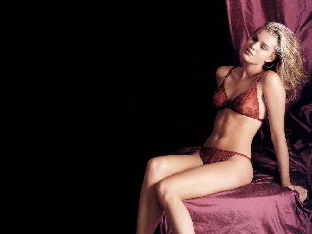 Wallpaper di Rebecca Romijn in lingerie