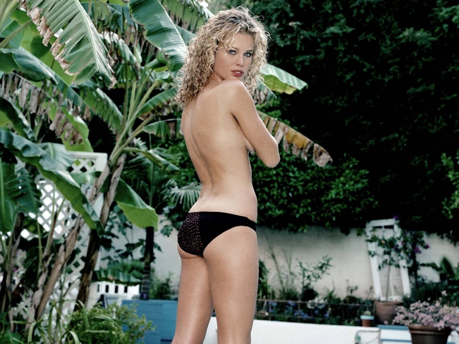 Wallpaper: Rebecca Romijn, bomba sexy maliziosa e intrigante