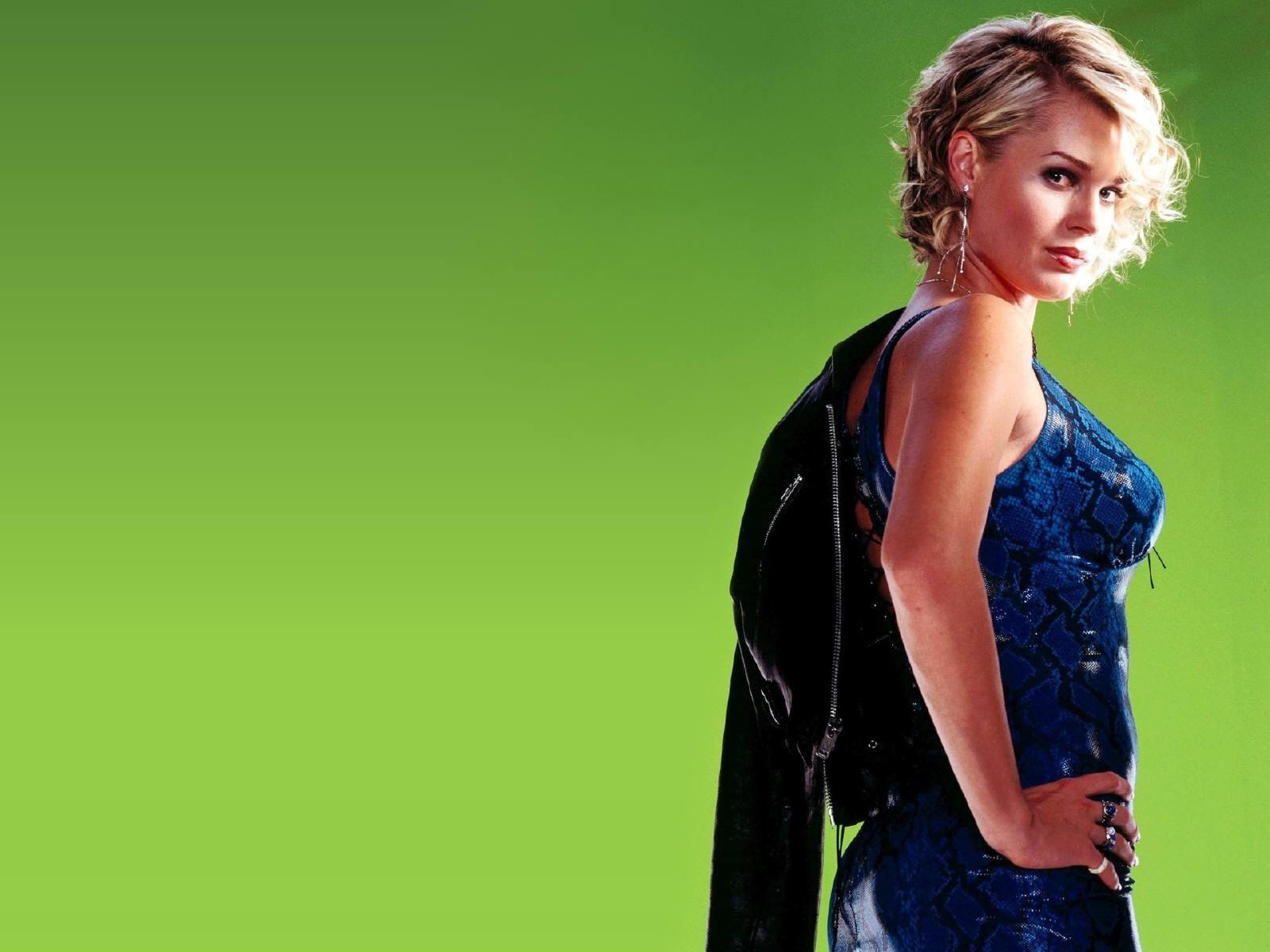 Wallpaper di Rebecca Romijn, sfondo verde