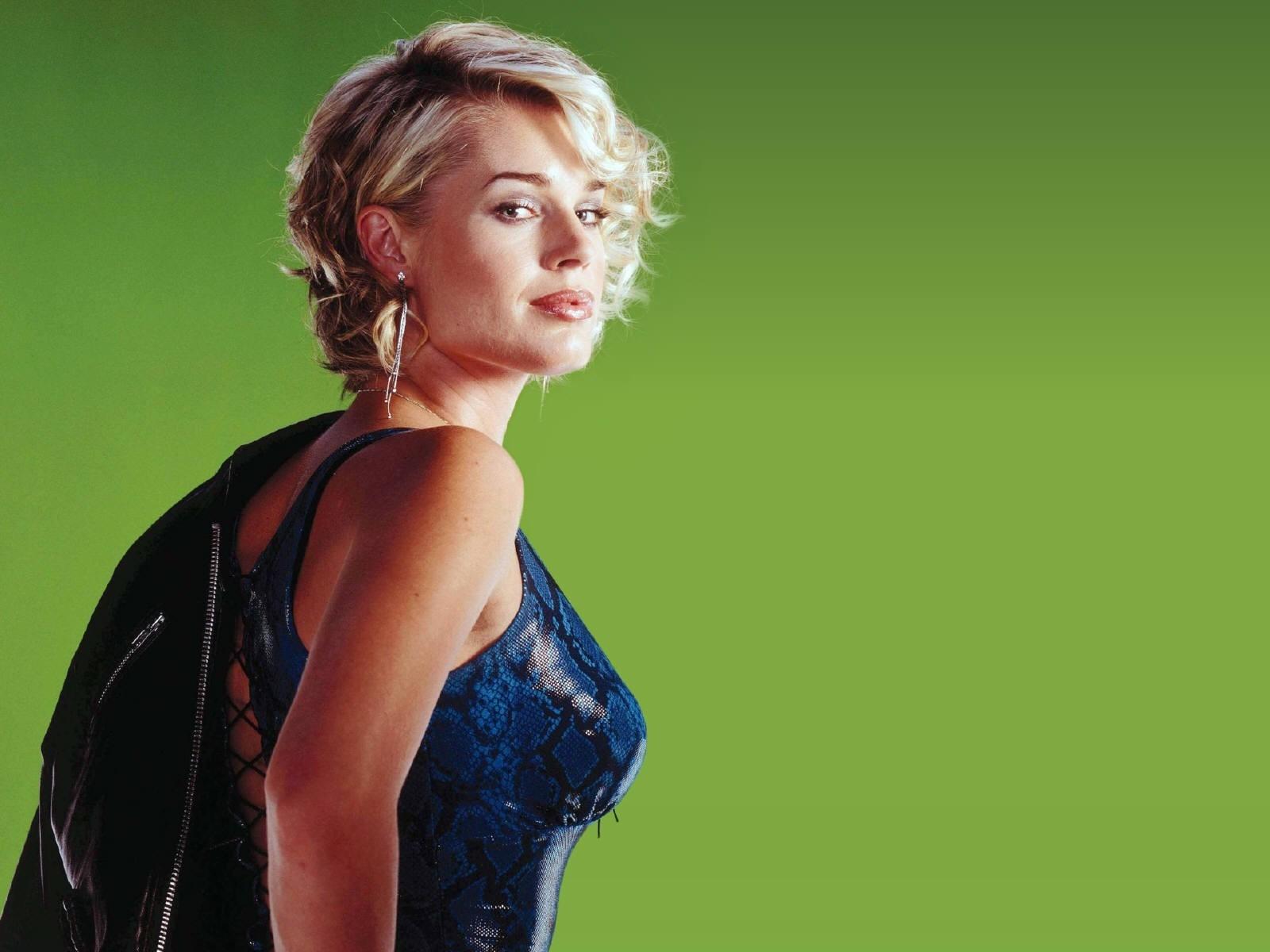 Wallpaper: la 'femme fatale' Rebecca Romijn