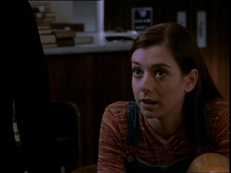 Alyson Hannigan in una scena di Buffy - L'ammazzavampiri, episodio La riunione