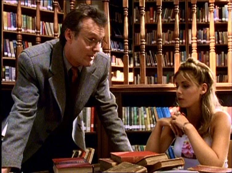 Anthony Head e Sarah Michelle Gellar in una scena di Buffy - L'ammazzavampiri, episodio La riunione