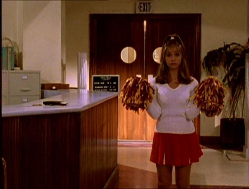 Sarah Michelle Gellar in una scena di Buffy - L'ammazzavampiri, episodio La riunione