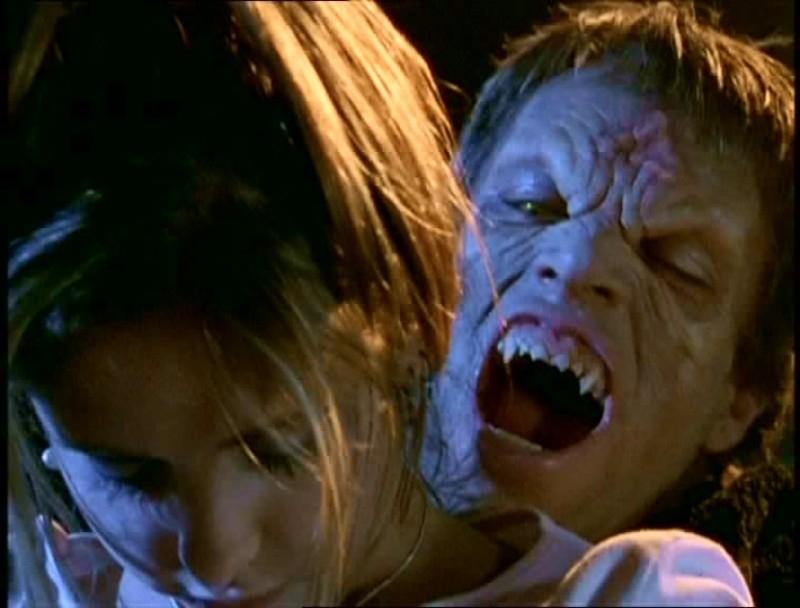 Sarh Michelle Gellar in una scena di Buffy - L'ammazzavampiri, ep. La riunione