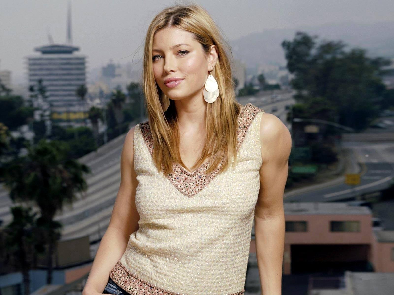 Jessica Biel in un'immagine per il desktop