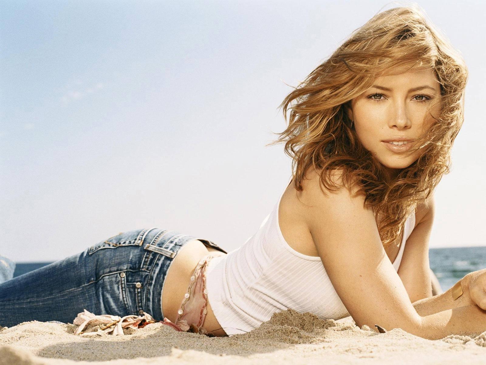 Wallpaper - Jessica Biel, sexy in spiaggia