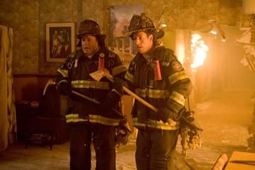 Adam Sandler e Kevin James in una scena della commedia Io vi dichiaro marito e...marito