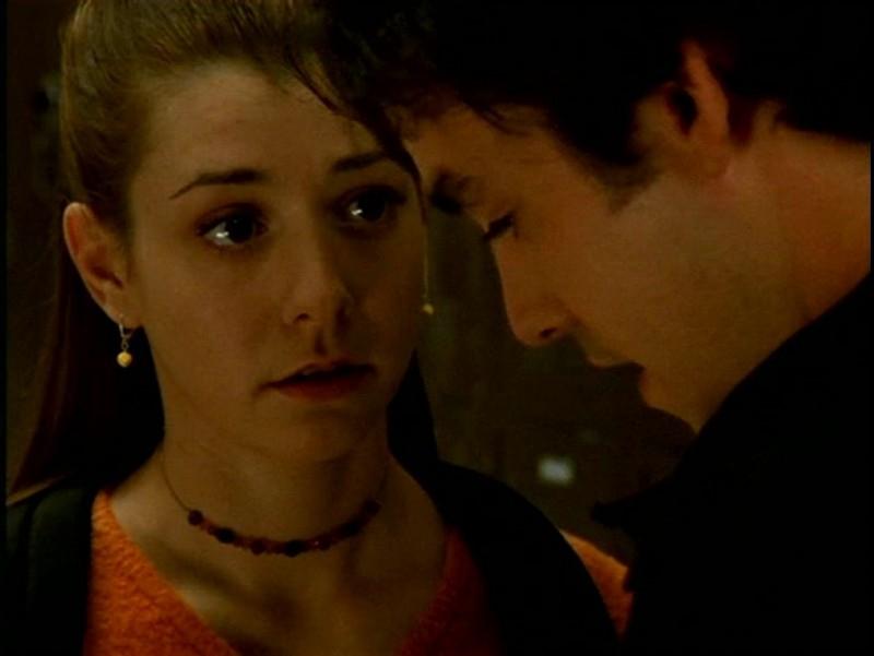 Alyson Hannigan e Nicholas Brendon in una scena di Buffy - L'ammazzavampiri, episodio Il branco