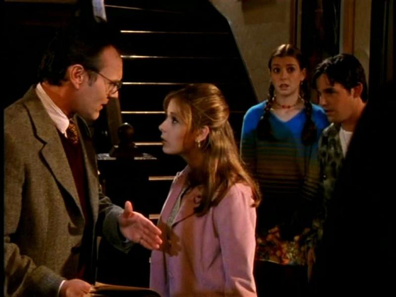 Anthony Head, Sarah Michelle Gellar, Alyson Hannigan e Nicholas Brendon in una scena di Buffy - L'ammazzavampiri, episodio Il primo appuntamento