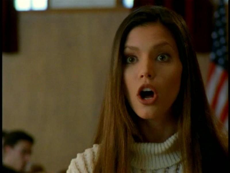 Charisma Carpenter in una scena di Buffy - L'ammazzavampiri, episodio Il teatro di burattini