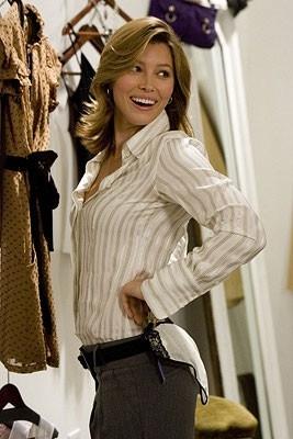 Una splendida Jessica Biel in una scena di Io vi dichiaro marito e...marito