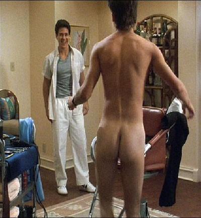 Johnny Depp in una sexy scena del film Posizioni promettenti
