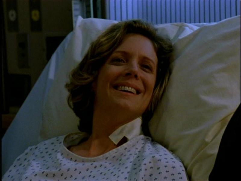 Kristine Sutherland in una immagine di Buffy - L'ammazzavampiri, episodio L'angelo custode